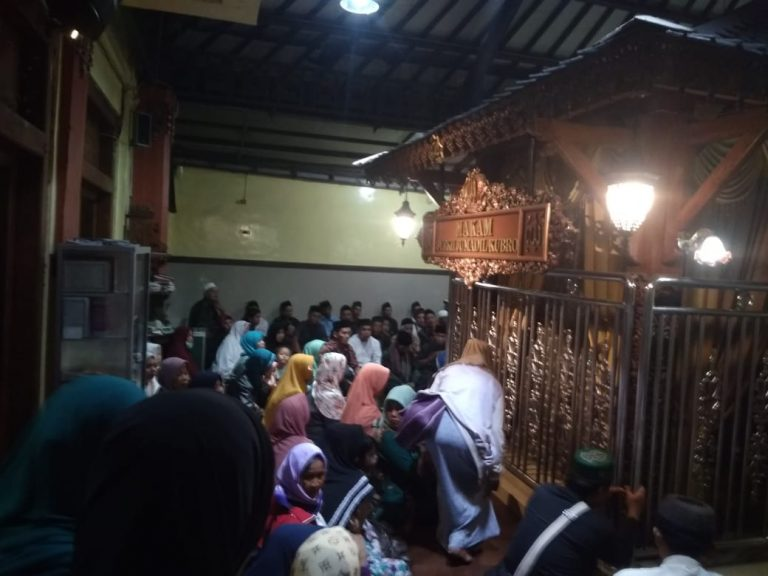 Menjaga tradisi NU, GP Ansor Pucanganom Ziarahi Makam Ulama'