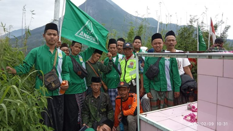 Harlah NU 94 : Banom NU Bringin Ziarahi Makam Syekh Jumadil Kubro